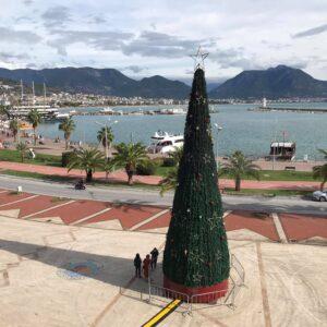 Juletræ på havnen i Alanya
